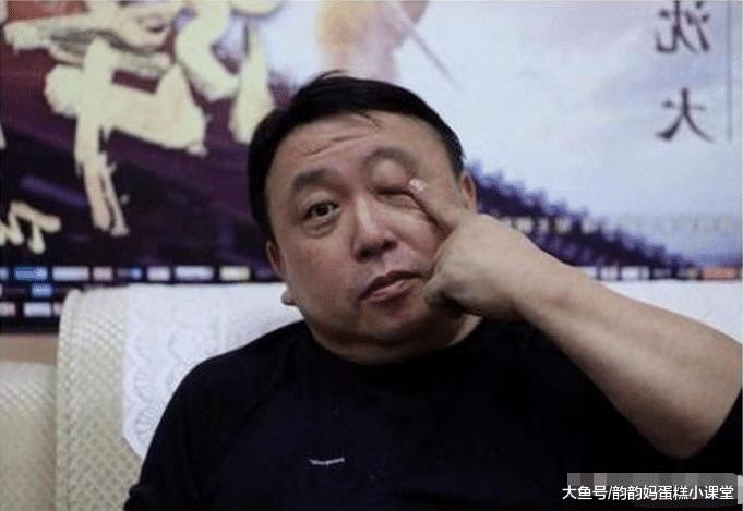 """王晶""""全家福""""曝光, 妻子使人无语, 网友: 为了娶她港姐都不要吗?"""