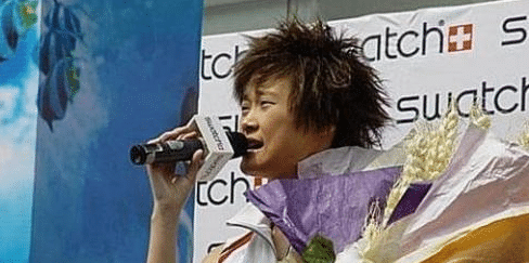 李宇春看了恨不得删光的老照片,只怪太年轻,网友:笑到抽搐!