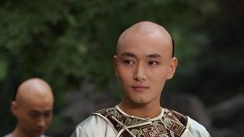 甄嬛传:果郡王娶妻时,谁注意孟静娴说的话了?难怪浣碧斗不过她