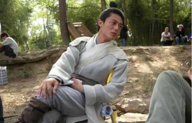 《仙剑3》珍贵幕后花絮:霍建华抱两美男,胡歌中间年夜妈眼神明了