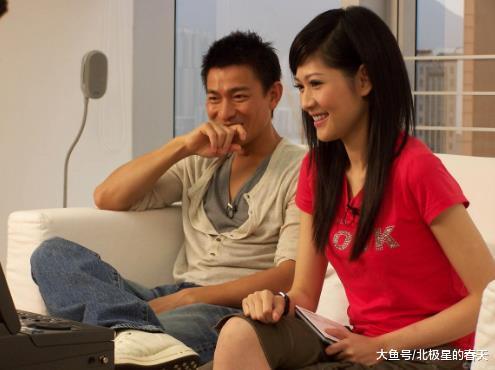 曾是公认的央视女神, 为冯小刚取富豪老公离婚, 现40岁无人嫁