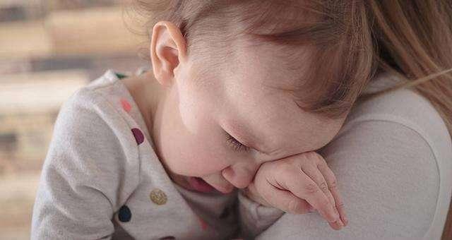 以为孩子哭了便抱是宠嬖的人,必然是误会了宠嬖的实正涵义