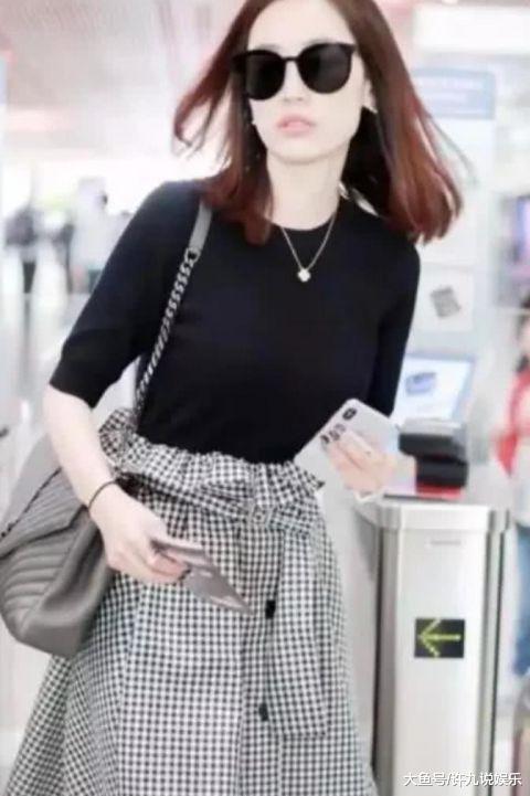 马蓉又去机场了,当镜头下移看到她脚上的鞋子后,网友:我养您啊