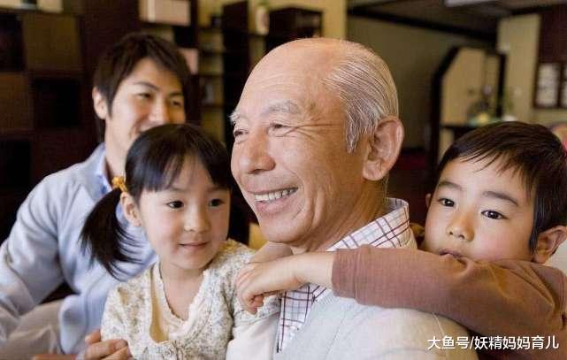 老人带孩子真的不好吗?这3件事只有爷爷奶奶能做到