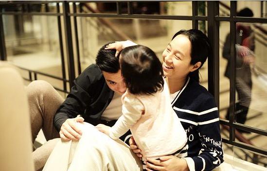 朱丹携女儿回江南老家,网友:朱丹父母住的房子太接地气了!