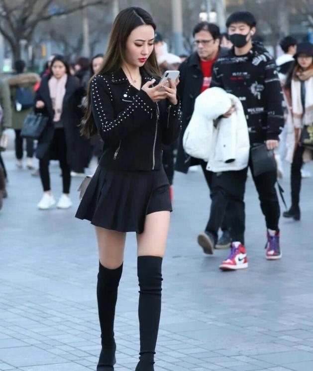 穿丝袜的蜜斯姐不分过冬季和过炎天,时髦性感最主要!