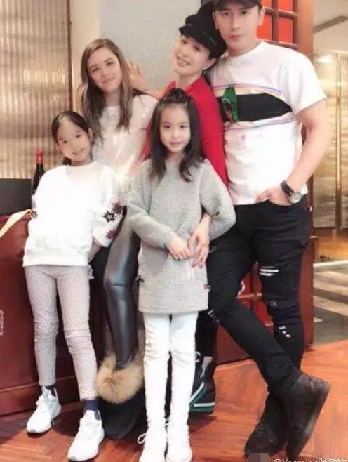 张伦硕和21岁的女儿玩的太亲密,女儿为了他改了姓名