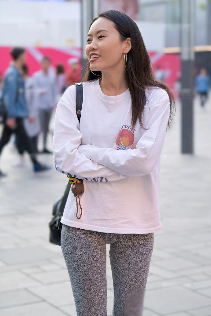 瑜伽裤虽然款式单一,却也是百搭单品