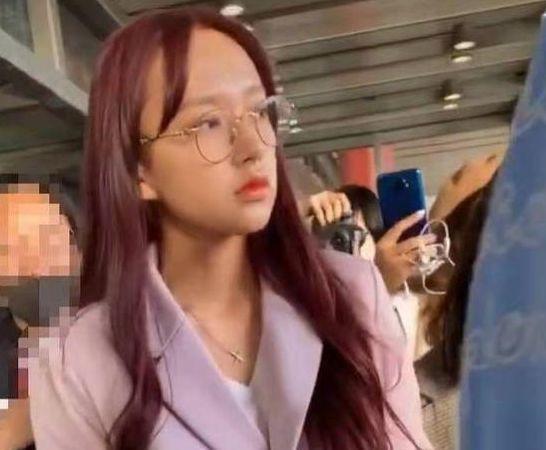 21岁红得发紫,被公司压榨丑成大妈?
