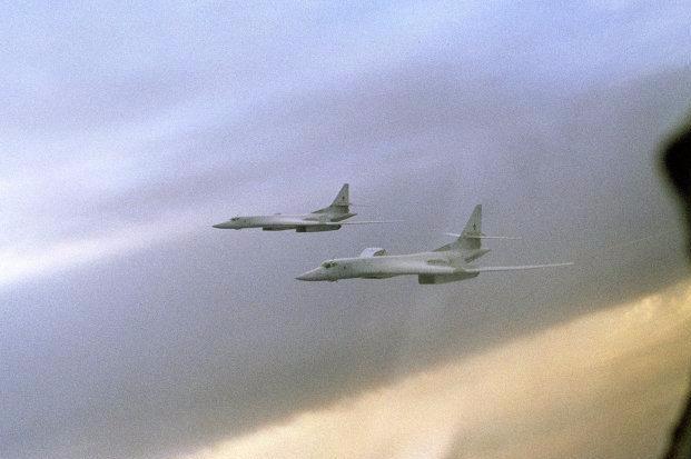 两架图-160计谋轰炸机进进加拿年夜防空辨认区,俄罗斯此举事实意欲作甚?