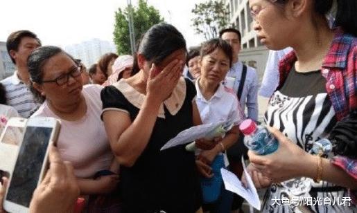 """贾静雯13岁女儿""""火爆""""留言,遭网友们围攻,骂上热搜:缺少教养"""