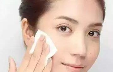 离职柜姐透露:这些化妆水成本三五元却吹成顶尖品牌,你肯定用过
