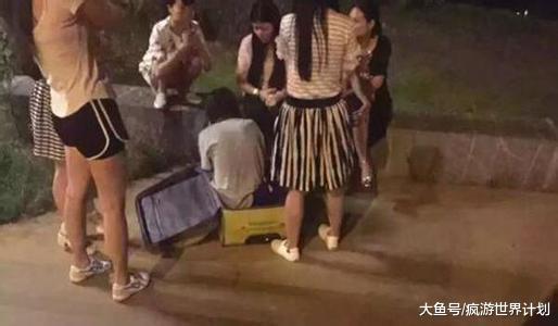 中国男子只身赴印度旅游, 遭多名本地人XX, 网友: 心实的好年夜