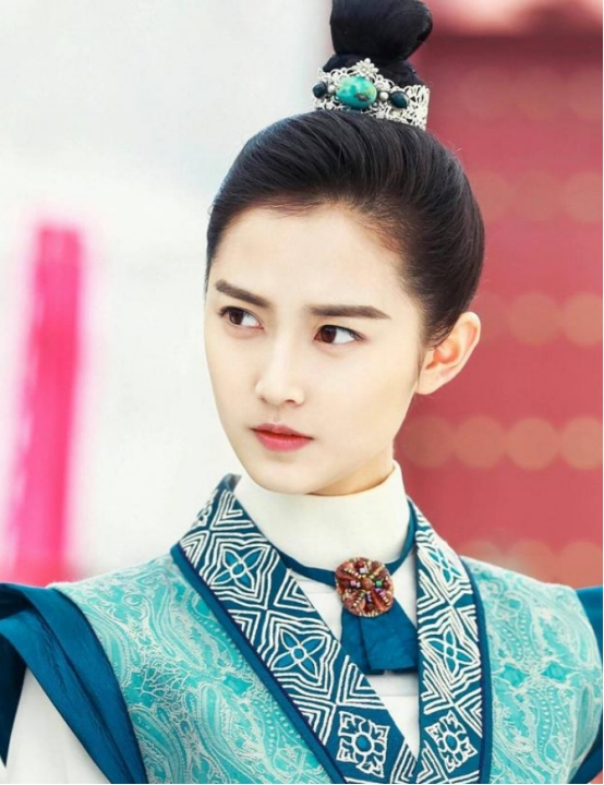 新版倚天剑,祝绪丹的御姐装,和陈钰琪的萝莉装,谁的更胜一筹!