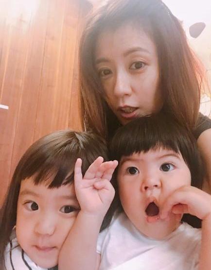 贾静雯晒女儿新发型,网友:这真的是一双眼睛拯救了一张脸