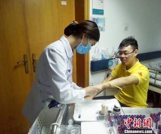 河南这位造血干细胞捐献者不简单! 救人考试两不误
