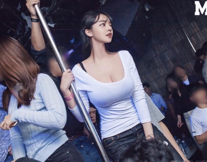 """韩国""""夜店女王""""长啥样?当看到她的""""王中王""""腿后,网友:等你出道!"""