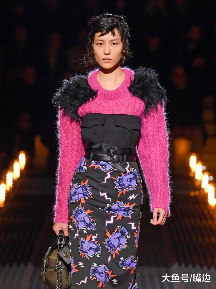 看惯了刘雯的维稀秀,再看她穿肥得像猩猩的毛衣,网友:实丢脸!