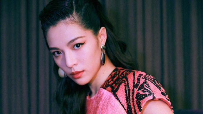 冯女郎钟楚曦:另类的性感,奢侈品牌的最爱