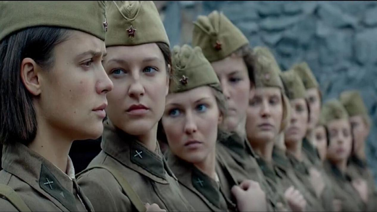 这国女兵为了生存,变成丧心病狂的杀人犯,最终被全部处死!
