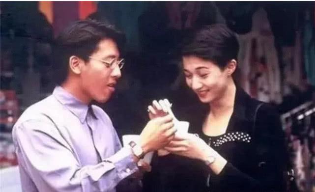 为不变老,他和老婆25年不吃肉不生子,老婆56岁依旧青春貌美