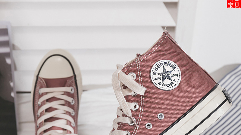 别只知道穿小白鞋,今年流行3D花朵环绕的休闲鞋,怎么搭都不俗