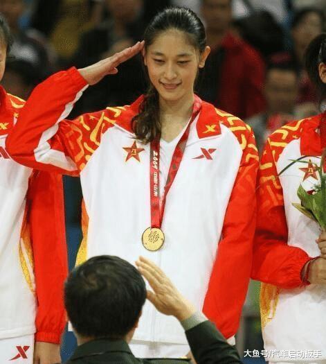曾是中国女篮第一美男+才女, 取王治郅传过绯闻, 40岁情绪成谜