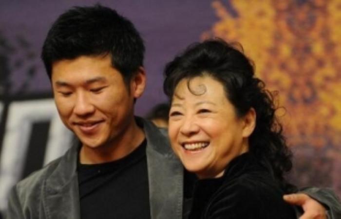 母亲是老艺术家, 进圈12年不温不火, 最末被杨幂带红了