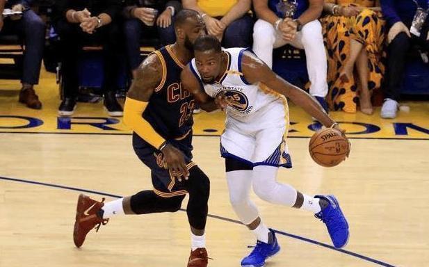 杜兰特拿过两座NBA总冠军却无法成为第一人,他取詹姆斯差在哪里?