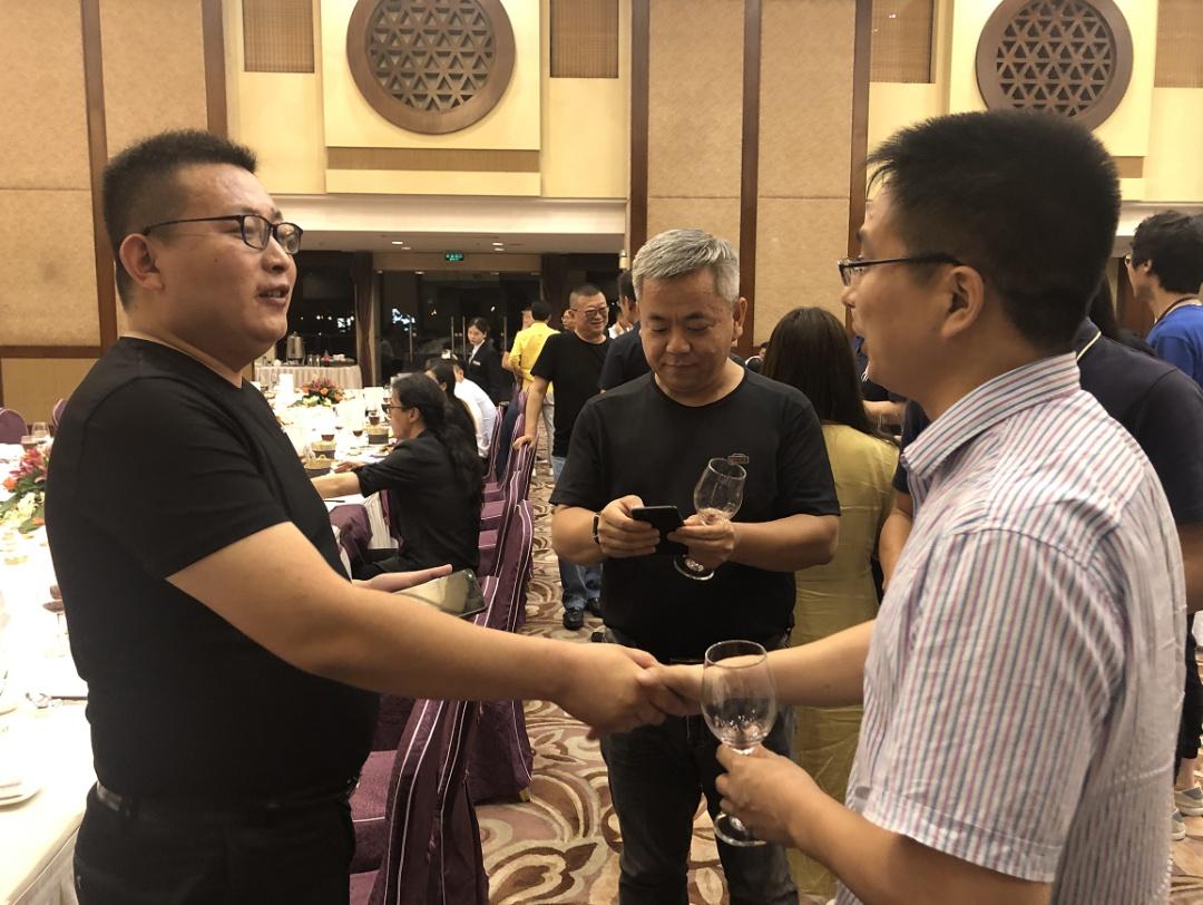 中国两大轻奢定制战略合作!蓝谷智能家居与拿铁铁器联手,为中国品质生活者定制轻奢生活方式