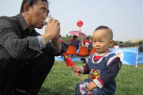 孩子三岁今后, 宝妈便松手让老人带吧, 否则出有好日子过