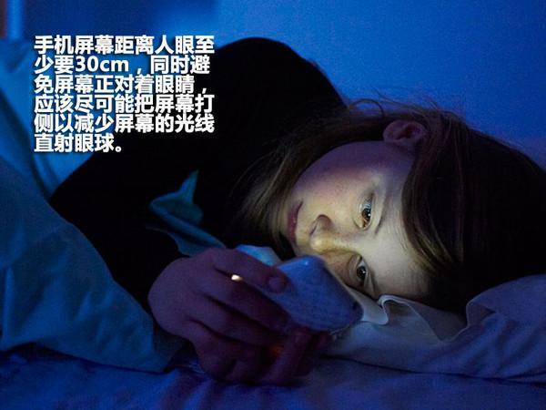 睡觉前玩脚机危害身体安康,泛起几年夜征兆,看看您有出有?