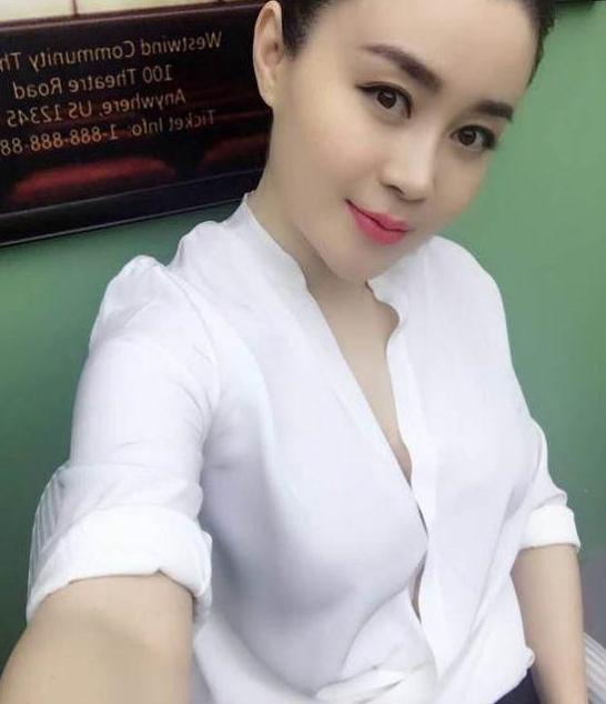 """关婷娜的肥美堪称""""贵妃美"""",从""""浴巾""""到衬衫,赵本山眼光真毒"""