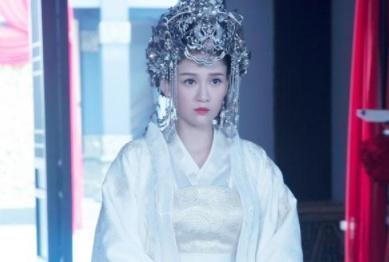 谐星身份出道的陈乔恩, 走红时被雪藏, 如今励志逆袭成偶像女王