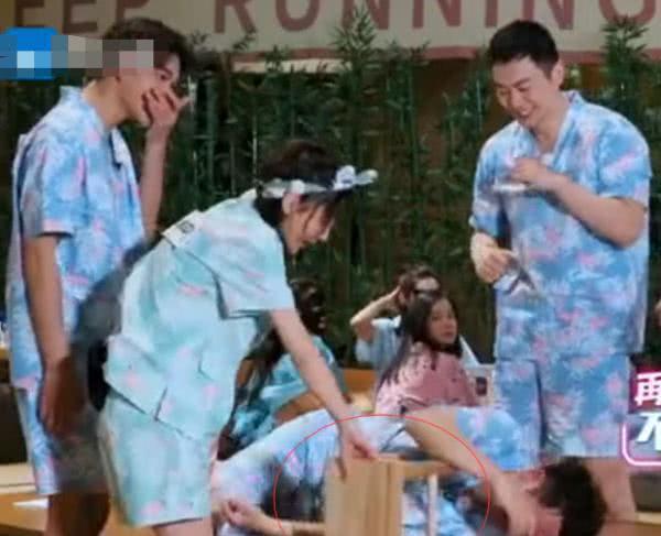 《奔跑吧》郑恺被宋雨琦调侃不如自己时,杨颖反应迅速太贴心