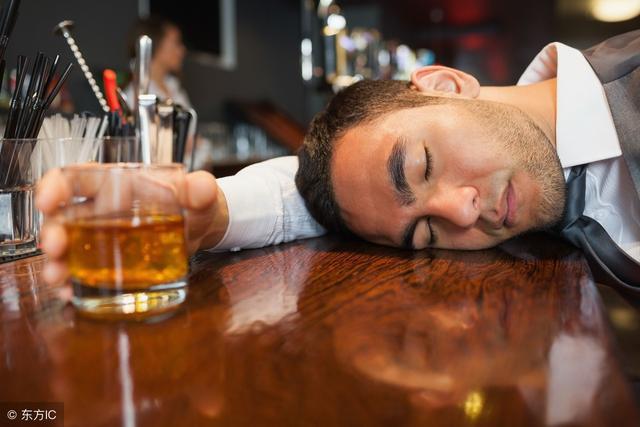 酒粗最年夜死仇人,酒前暗暗吃2粒,一人喝酒也不醒酒桌您无敌!