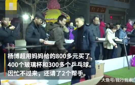 初二教死摆天摊,8天赚了17000元,网友曲呼:将来的马云!