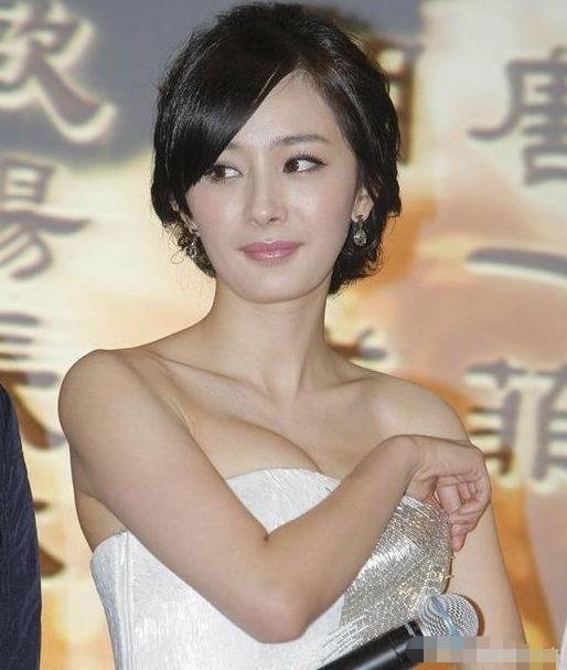 """有种""""崩溃式发育""""叫杨幂,当19岁时舞姬照流出,网友:难怪魏大勋念念不忘"""