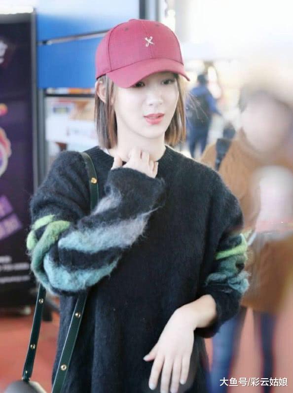 一般的毛衣已经满足不了杨紫了,穿发光毛衣亮相,惊艳众人