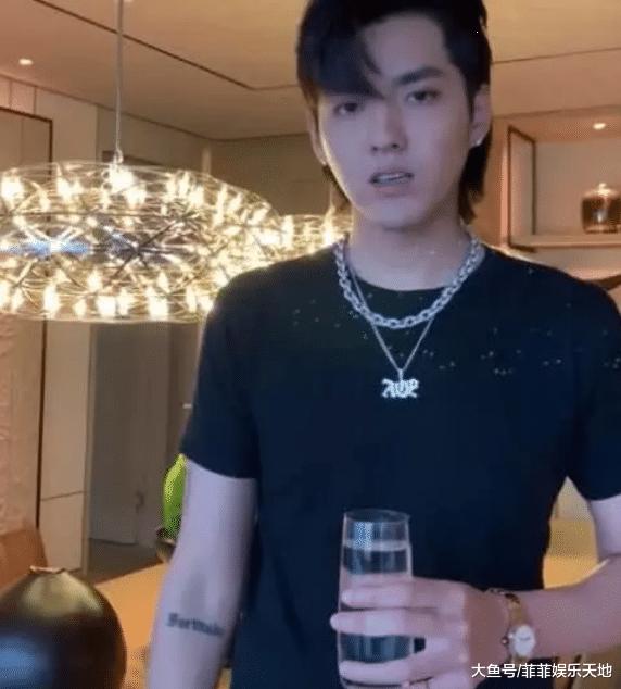 吴亦凡是发视频回应李雪琴, 他脚里的杯子成明面, 网友: 又高又长!