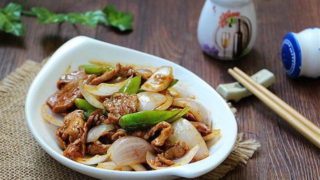 牛肉和它一起炒, 炒出的肉爽滑鲜嫩, 每次做1大盘, 老公都吃精光