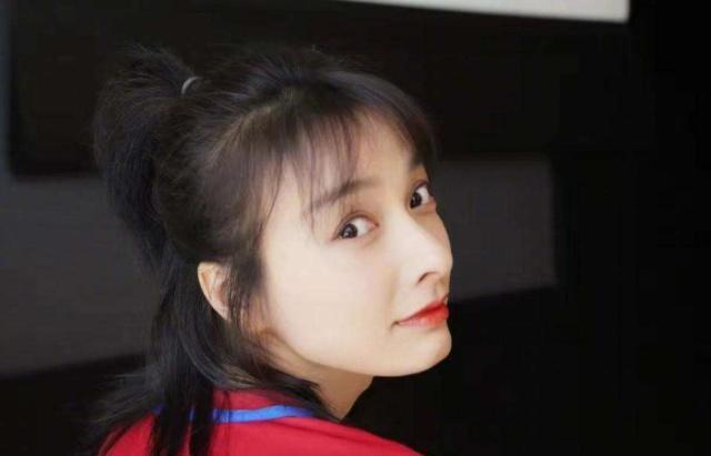 吴昕被催婚, 袁姗姗被相亲, 19岁的她也被问婚期?