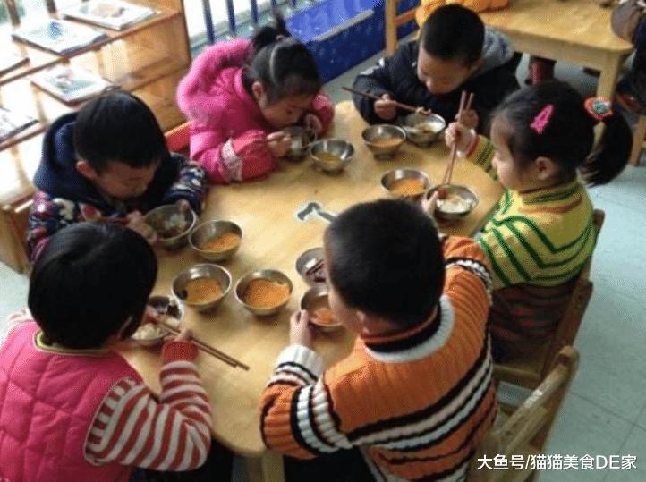 3位阿姨到幼儿园招聘,每人做一碗里条,若是您是园长,会怎样选