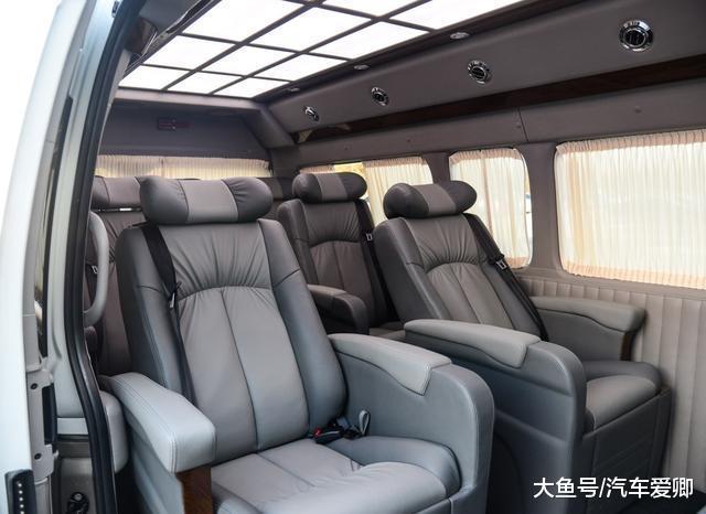 挂丰田标的豪车,长近5米4,有9个自力座椅,卖70多万C1驾照可开