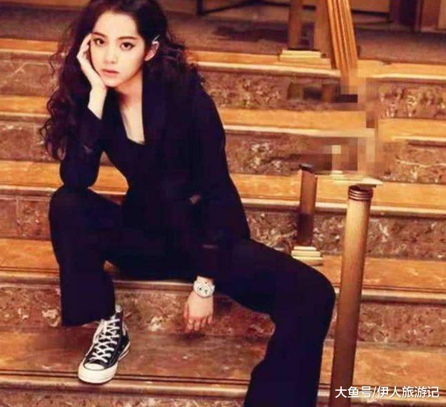 欧阳娜娜才是典型的鞋控女王!才18岁,就有穿不完的匡威鞋