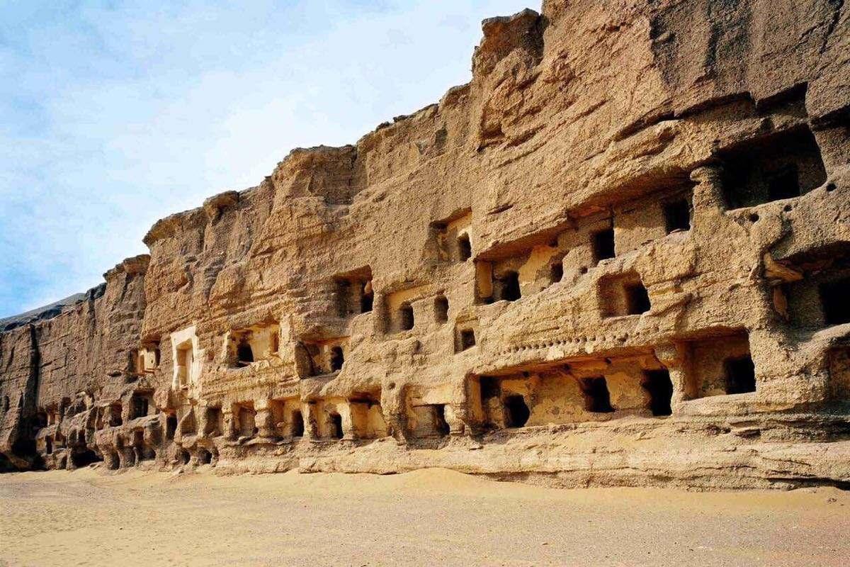 中国最神秘的景点, 屹立在沙漠崖壁两千年, 却不允许游客拍照