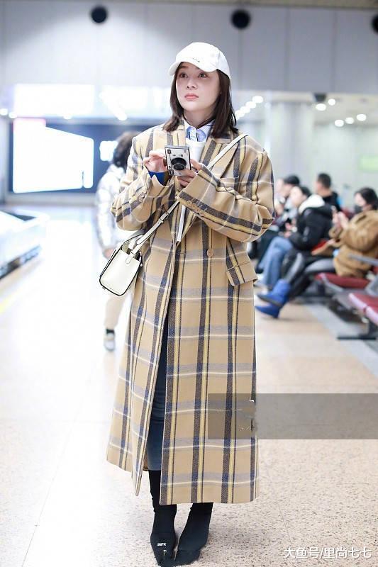 袁姗姗与李圣经穿同件格纹大衣,身高差10cm却美得难分上下