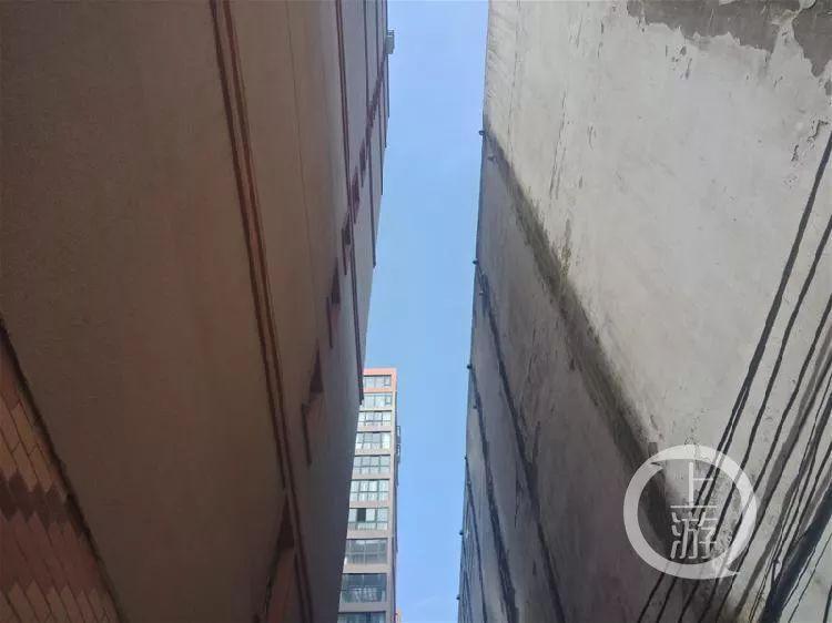 年夜一女死遭性侵后16楼坠亡,嫌犯喊弟弟车碾尸体捏造交通事故