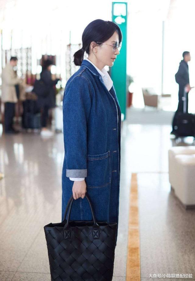 俞飞鸿末于不低调!3万多包包搭上千小白鞋实不低调,有钱实任性