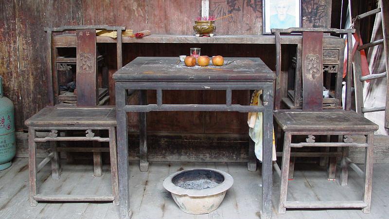 宁海人素有勤劳朴素,重气节、讲礼仪、好待客,旧的生活习惯,今非昔比